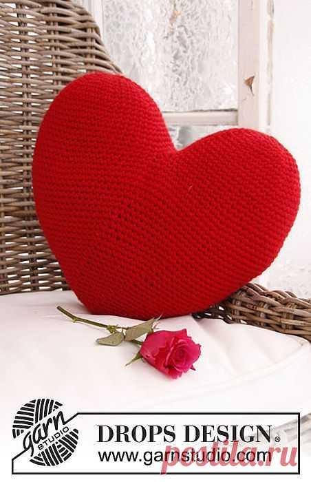 """Подушка """"Сердце"""" крючком."""