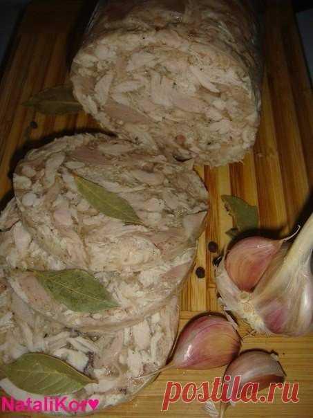 Вкусная замена магазинной колбасе.      Ингредиенты:курица -1,5кгжелатин – 20грчеснок – 5 зубчикасоль, перецПриготовление:Моем курицу и режем её произвольными небольшими кусочками.Убираем кожу и жир,они нам не понадобиться. Складываем …