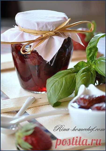 Клубничное варенье с мятой и базиликом.