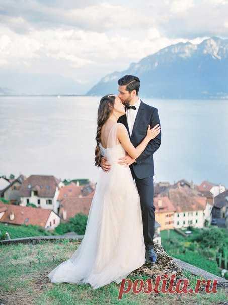 Съемка в стиле Fine art, наполненная свежим воздухом гор ипереливами солнечного света, - настоящее вдохновение для нежных и романтичных невест. Вся серия:
