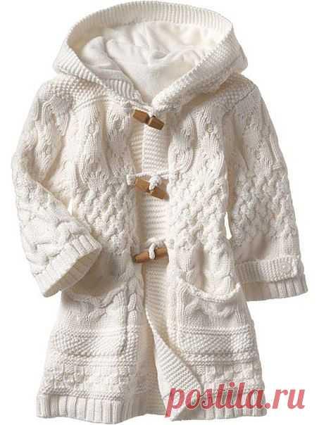 Белое пальто для девочки.