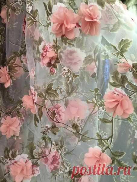 Какая же красивая ткань Из какой бы ты что-нибудь сшила?