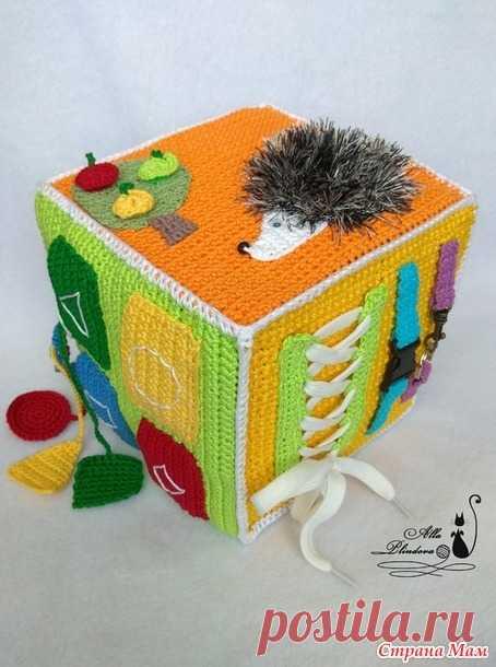 развивающий кубик крючком или куда пристроить остатки пряжи вязани
