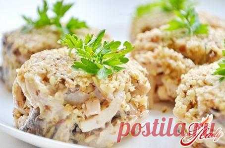 Салат из кальмаров с сыром.