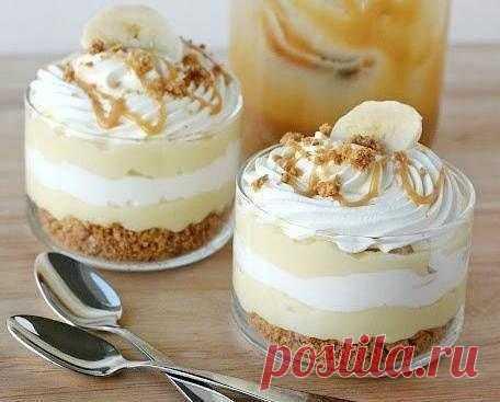 Бананово-карамельный десерт с кремом.