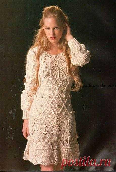 6aba53ff91842b4 Платье рельефными узорами спицами. Стильное теплое платье спицами схемы  Платье рельефными узорами спицами. Стильное