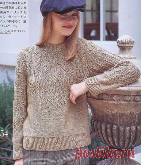Красивый пуловер спицами с круглой кокеткой