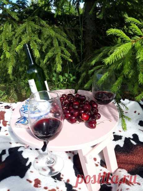 Столики для романтиков и пикников!