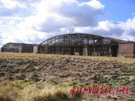 Panoramio - Photo of alte Flugzeughallen