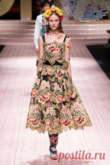 Dolce & Gabbana весна-лето 2019 - потрясающе красивые и женственные вечерние платья и костюмы