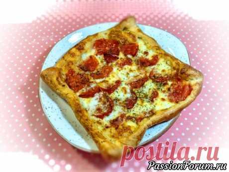 Капрезе тарт с томатами и сыром моцарелла. Слоенный пирог капрезе