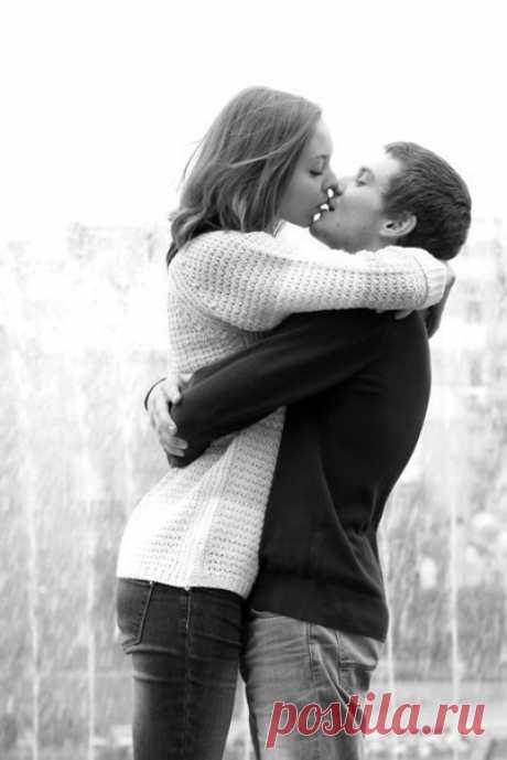 Вот оно женское счастье - быть капризной девочкой в руках заботливого мужчины.