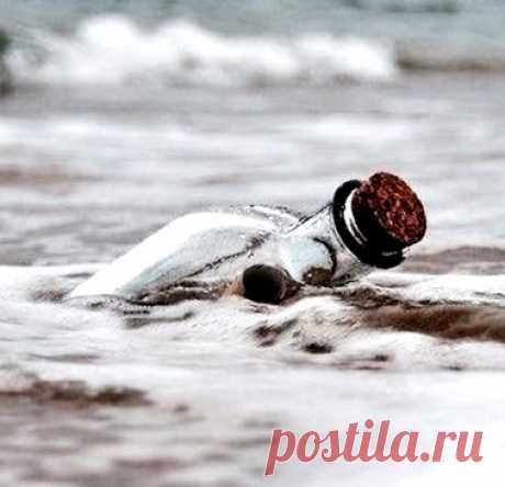 """""""Когда я смотрю на море, мне кажется, что его волны уносят мою печаль.""""  Эльчин Сафарли"""