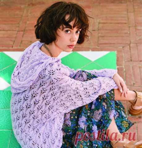 Ажурный пуловер свободного покроя с эффектом запаха и капюшоном связан спицами из хлопка шелком .