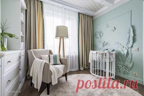 Рельефное панно на стене в детской комнате. Детская комната небольшая всего 8.5 квадратных метров. Проект создавала  дизайнер Татьяна Ющенко.