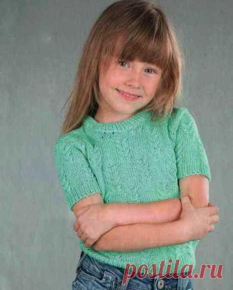 Детский пуловер с короткими рукавами, вяжем спицами На 5 лет Вам потребуется: пряжа Bahar (100% хлопок, 260 м/100 г) -190 г бирюзового цвета, спицы №2,5. Резинка 1x1: вяжите попеременно 1 лиц. п. и 1 изн. п. Основной узор: вяжите по схеме, на которой приведены только лиц. ряды. В изн.