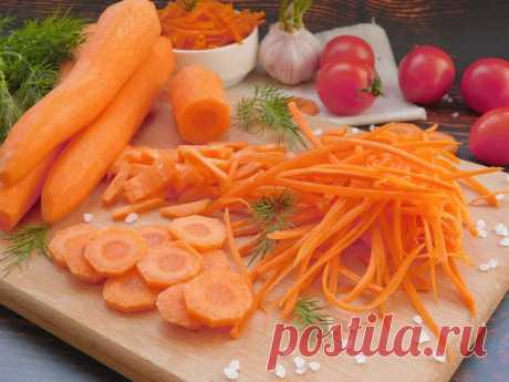 Салаты из моркови - 9 вкусных рецептов Морковь - вкусный и полезный овощ, который используется в основном для приготовления салатов. Причем каждый может выбрать способ и рецепт морковного салата на свой вкус. Для максимальной пользы есть салаты из свежей моркови, любители пикантных вкусов оценят салаты с маринованной морковью по-корейски, блюда с жареной морковкой всегда сытные, ну а в традиционных типа Оливье или Селедке под шубой используется вареная морковь. Список реце...