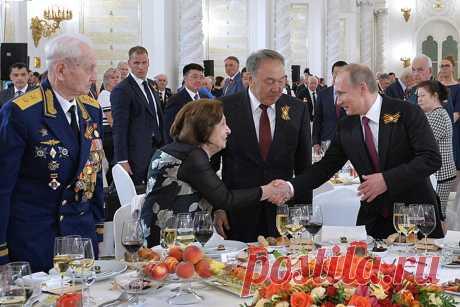 Путин поднял тост за доблестное поколение победителей