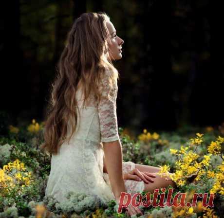A white flower grows in quietness.-  Rumi