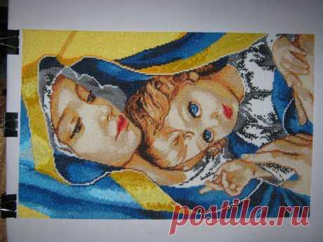 """Вторая """"Мадонна с ребёнком""""(бисер)."""