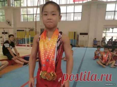 Un pequeño chino sorprende con el cuerpo musculoso (4 fotos) | el Diablo toma