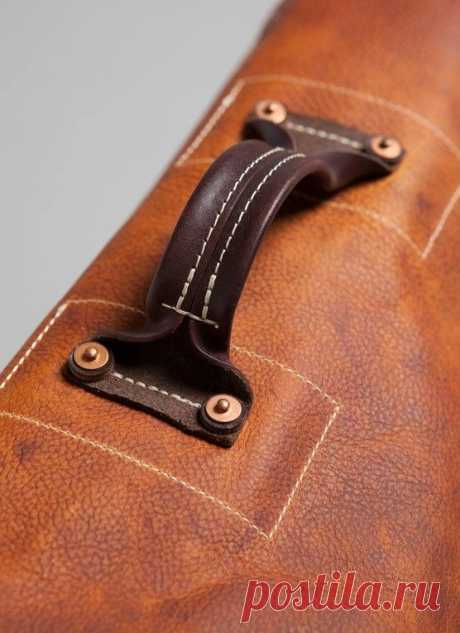 Leather working. Bag handle. | Detail
