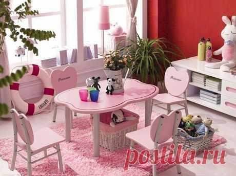 Кофейный столик и стулья сердечками для чаепития с феями и белым кроликом.  Идеи интерьера детской для девочки