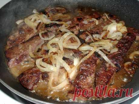 ¡Preparamos el hígado más sabroso de vaca con la cebolla! ¡Sus pequeños críticos culinarios llegarán al arrebatamiento completo!