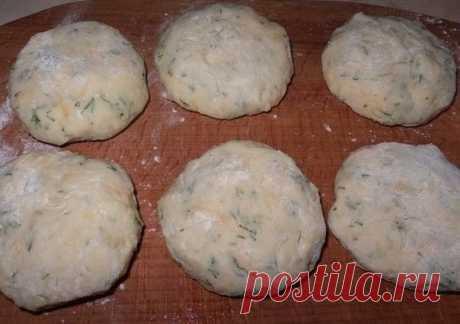 Котлеты из картофеля, сыра и укропа с грибами с нежным соусом