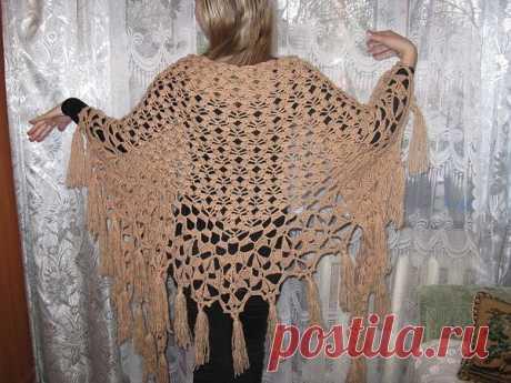 Эту замечательную шаль связала  Виктория Корепанова, золотые руки и творческий подход