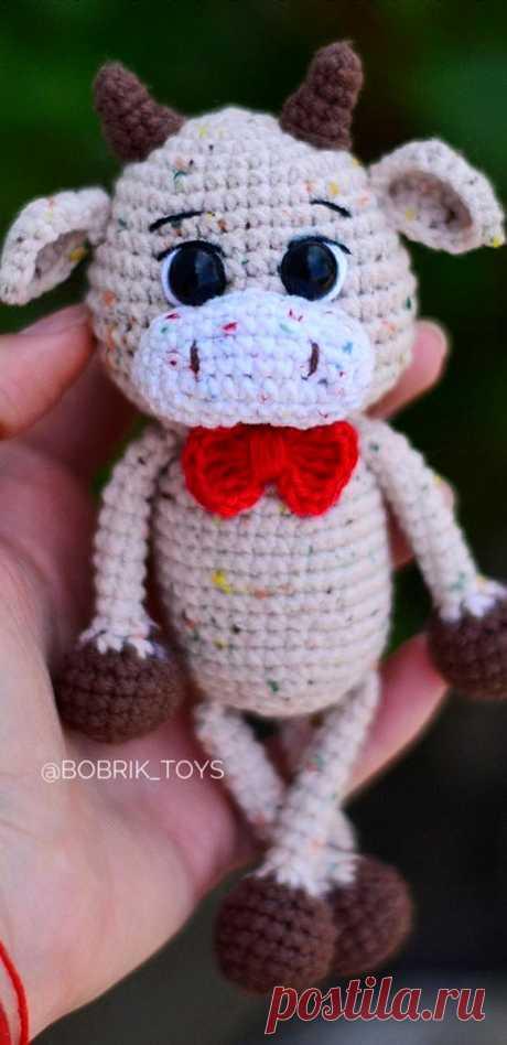 PDF Бычок-погремушка крючком. FREE crochet pattern; Аmigurumi animal patterns. Амигуруми схемы и описания на русском. Вязаные игрушки и поделки своими руками #amimore - корова, коровка, телёнок, бык, бычок.