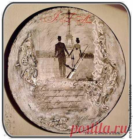 """Часы """"Love in Paris"""" - чёрно-белый,Париж,молочный,свадьба,свадебный подарок"""