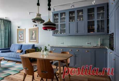 Проект недели: Синяя кухня с винтажными предметами и зайцем Этот киевский проект дизайнер Яна Молодых сделала для своей подруги, её дочери и кота
