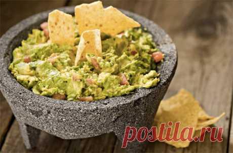 Гуакамоле Традиционная мексиканская паста гуакамоле делается на основе перетертого авокадо. Способ перетирания определяет консистенцию блюда и способ его подачи: хотите получить соус, тогда исходный продукт нуж…