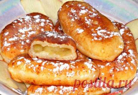 Пирожки, жареные на сковородке из творожного теста с яблоками. Получаются очень нежными, вкусными, сочными и ароматными.  Ингредиенты для теста: Творог 9%- 200 г. Сахар - 2 ст. л. Соль, сода - по щепотке. Яйцо - 1 шт. Мука - 120-150 г.  Для начинки: Яблоки - 3-4 шт. Сахар - по вкусу. Ванильный сахар - щепотка. Сливочное масло - 20 г. масло растительное (для жарки) - 150 г.  Приготовление: И так,к творогу добавляем сахар,соль,соду и яйцо. Размешиваем,чтобы осталось как можн...