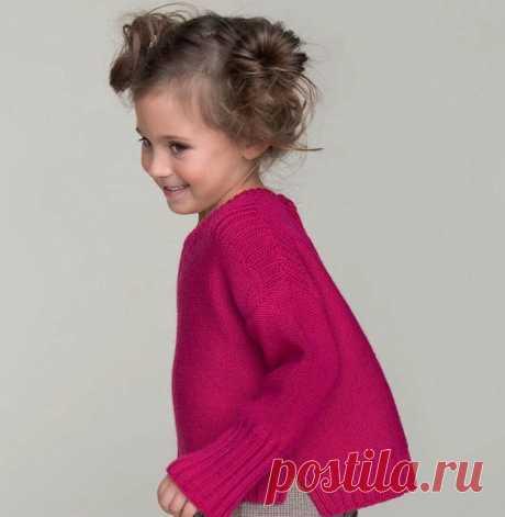 Пуловер для девочки  Пуловер на a) 2 года, b) 4 годика, c) 6 лет, d) 8, e) 10 лет.  Для работы понадобится:  Пряжа PARTNER (50 гр./100 м.), 4-5,5-6-7-8 моточков. Спицы толщиной 3 и 3,5 мм. Игла, маркеры или булавки. Какой вязкой будем вязать? Резинкой 1/1, резинкой 2/2, и основным узором — изнаночной гладью. Образец вязания: 30 ряд./23 п. равно 10/10 см.  Спинка  Набираем на спицы толщиной 3 мм. 81-87-95-99-105 петель. Вяжем резинкой 2/2. всего 16 рядов (5 см.). Далее, про...