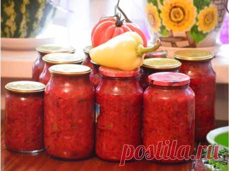 Борщевая заправка  Очень удобно зимой - баночку маленькую открыл - и борщик за полчаса готов! Можно вегетарианский, можно на бульоне, можно на тушенке - вообще минутное дело!  Ингредиенты: свекла 3 кг морковь 1 кг лук репчатый 1 кг перец сладкий 1 кг помидоры 1 кг 1 стакан сахара 3 ст.л. соли 1 стакан растительного масла 125 мл (половина тонкого стакана) уксуса 9%  выход: около 12 банок по 0,5 л  Приготовление: Все овощи помыть, почистить, далее слоями уложить в таз в след...