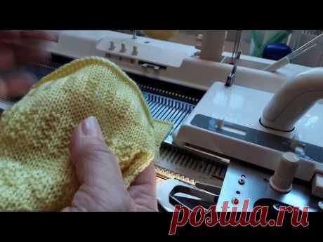 Более упрощённый способ вязания платочной вязки и рельефных узоров на вязальных машинах. - YouTube