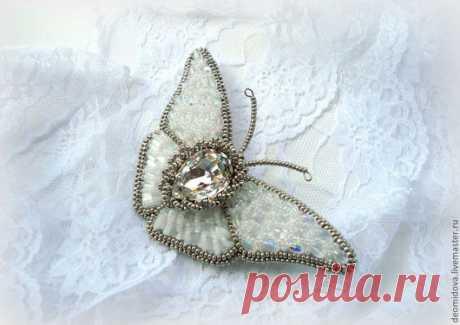 """Купить """"Взмах хрустальных крыльев"""" брошь-бабочка - белый, нежная брошь, хрустальная брошь, бабочка"""