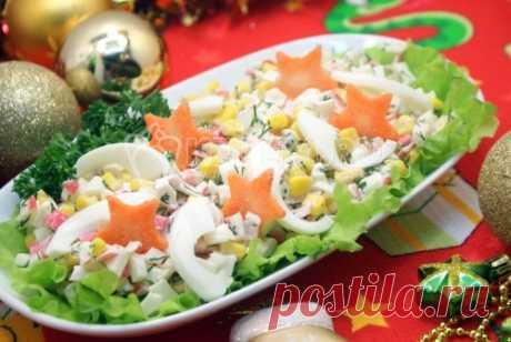 Салат с крабовыми палочками и кукурузой Салат с крабовыми палочками и кукурузой, находка для хозяйки, это отличный вариант на тот случай, если сообразить что-то на стол нужно очень быстро!