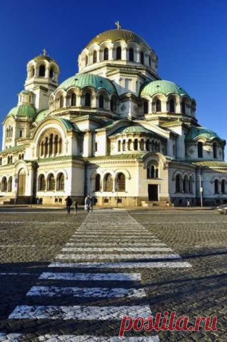 La cattedrale di Aleksandr Nevskij è una cattedrale ortodossa della Bulgaria, nella capitale della nazione, Sofia.