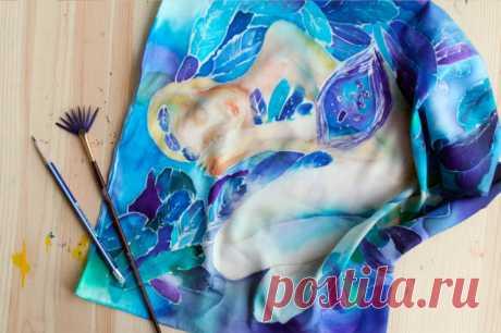 Роспись по ткани акриловыми и другими красками: техники нанесения рисунков Для росписи по ткани используют разные техники. При этом используются специальные краски: акриловые или анилиновые. Новичкам рекомендуется отдавать предпочтение первому виду.