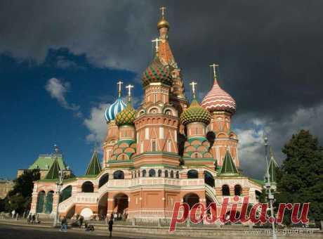 Дивные храмы России Русские церкви — это уникальное архитектурное явление в мировой культуре. Почти уникальное, если быть точным. Эта архитектурная традиция пошла из Византии, но русские в результате создали свой собстве…