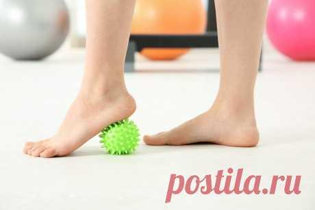 8 простых упражнений для снятия отеков и тяжести в ногах Отеки и тяжесть – непростое испытание для ног. Устранить эти симптомы помогут эффективные упражнения.