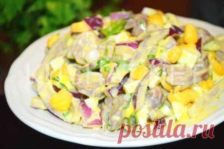 Салат из куриных сердечек с маринованным луком и кукурузой - Кушать нет