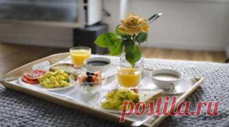 Завтрак для любимой на 8 марта — оригинальные и простые рецепты Что можно приготовить для любимой на завтрак 8 марта? Для Вас несколько идей утренних блюд и напитков - капкейки, яичница, сырники, бутерброды, кофе, фреш.
