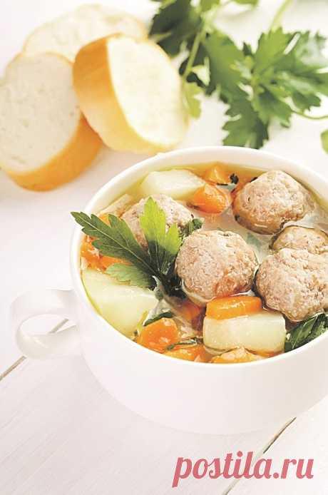 В подборке 4 рецепта супов: боннский, с фрикадельками c сыром, из овощей с гренками, крем-суп из шампиньонов