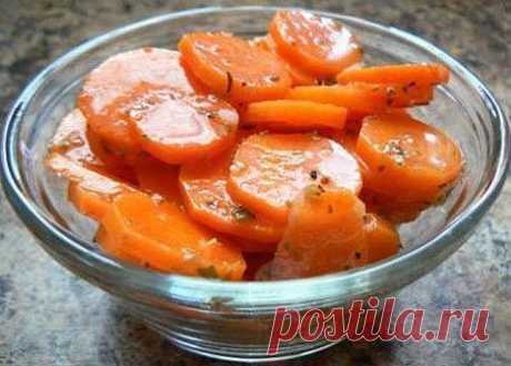«Острая закуска из моркови»   Чтобы приготовить острую закуску из моркови вам потребуется:  Морковь 4-5 шт.  Чеснок 2-3 зубка  Зелень  Лимон 0,5 шт.  Оливковое масло 2-3 ст.л.  Паприка 0,5 ч.л.  Острый красный перец по вкусу  Зира 0,5 ч.л.  Соль по вкусу  Сахар коричневый щепотка   Приготовление блюда по рецепту :  Морковь очистите, обмойте, нарежьте кружочками, опустите в кипящую воду, варите 5 минут.  Откиньте на дуршлаг, обдайте холодной водой, дайте жидкости стечь.  Дл...