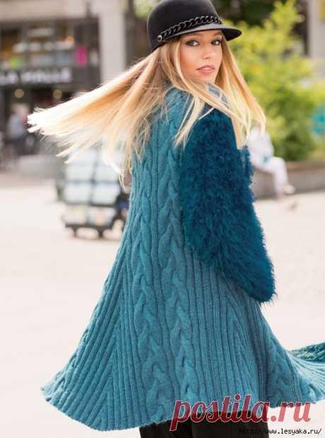 Эксклюзивное голубое пальто скрывающее недостатки фигуры - вяжем спицами!