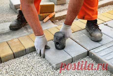 Почему тротуарную плитку кладут на песок только глупцы. Старый строитель научил как надо | Дачный СтройРемонт | Яндекс Дзен